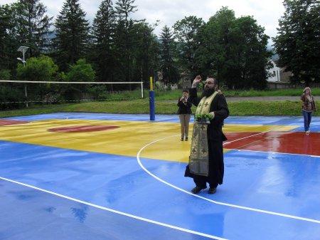 Обновена спортна площадка в Гимназията