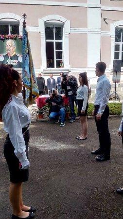 """Гимназия """"Д-р Иван Панов"""" отбеляза своя патронен празник и изпрати Випуск 2016"""