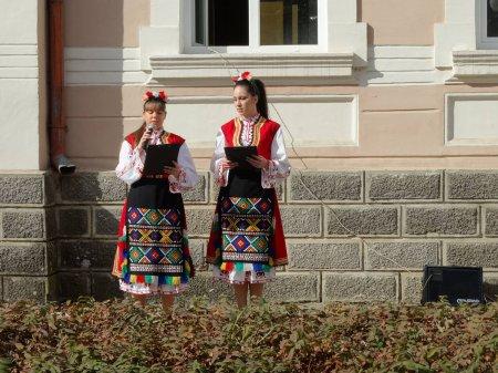 Прогонихме злото с магическата сила на българските народни танци