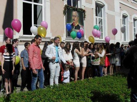 """ПГ """"Д-р Иван Панов"""" отбеляза своя Патронен празник и изпрати Випуск 2017"""