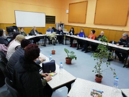 """Среща на учителския колектив на ПГ """"Д-р Иван Панов"""" с представители на МОН"""