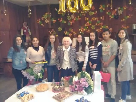 На гости в Дома за стари хора