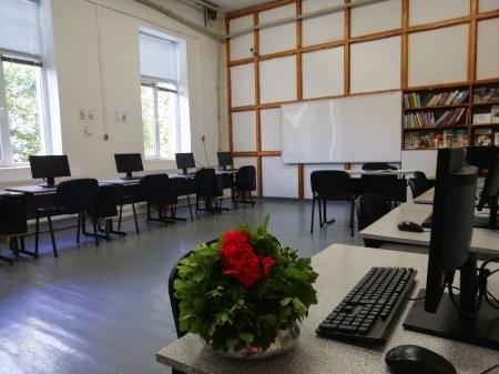 """ПГ """"Д-р Иван Панов"""" с обновен  компютърен кабинет по професионално образование и обучение"""