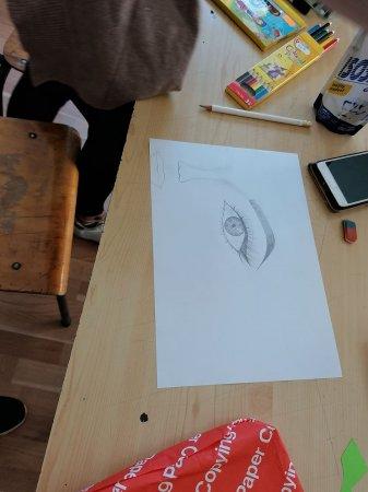"""Изложба на коледни рисунки и картички """"Детски коледни светлини"""""""