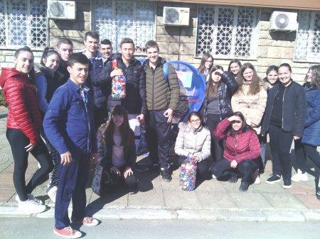 """Учениците от 9.Б клас при ПГ """"Д-р Иван Панов"""" се включиха в кампанията """"Капачки за бъдеще"""""""