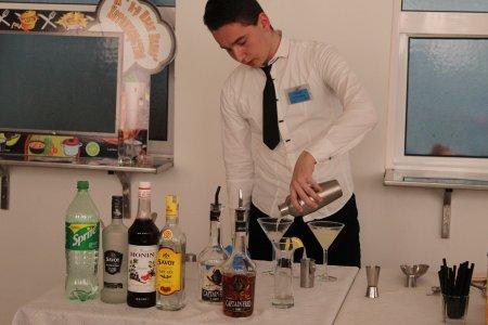 """Тринадесето състезание """"Най-добър млад сервитьор и най-добър млад барман"""""""